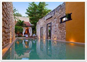 Pool der Hacienda Puerta Campeche in Mexiko