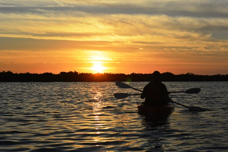 Kayak im Sonnenuntergang